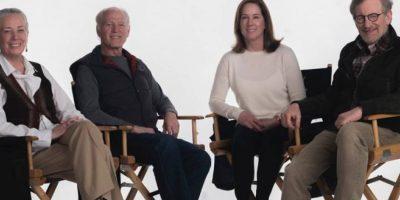 "La guionista Melissa Mathison, el productor Frank Marshall, la productora ejecutiva Kathleen Kennedy y el director Steven Spielberg desde el set de ""BAG"" Foto: 2016 Storyteller Distributuion Co., LLC. All Rights Reserved."