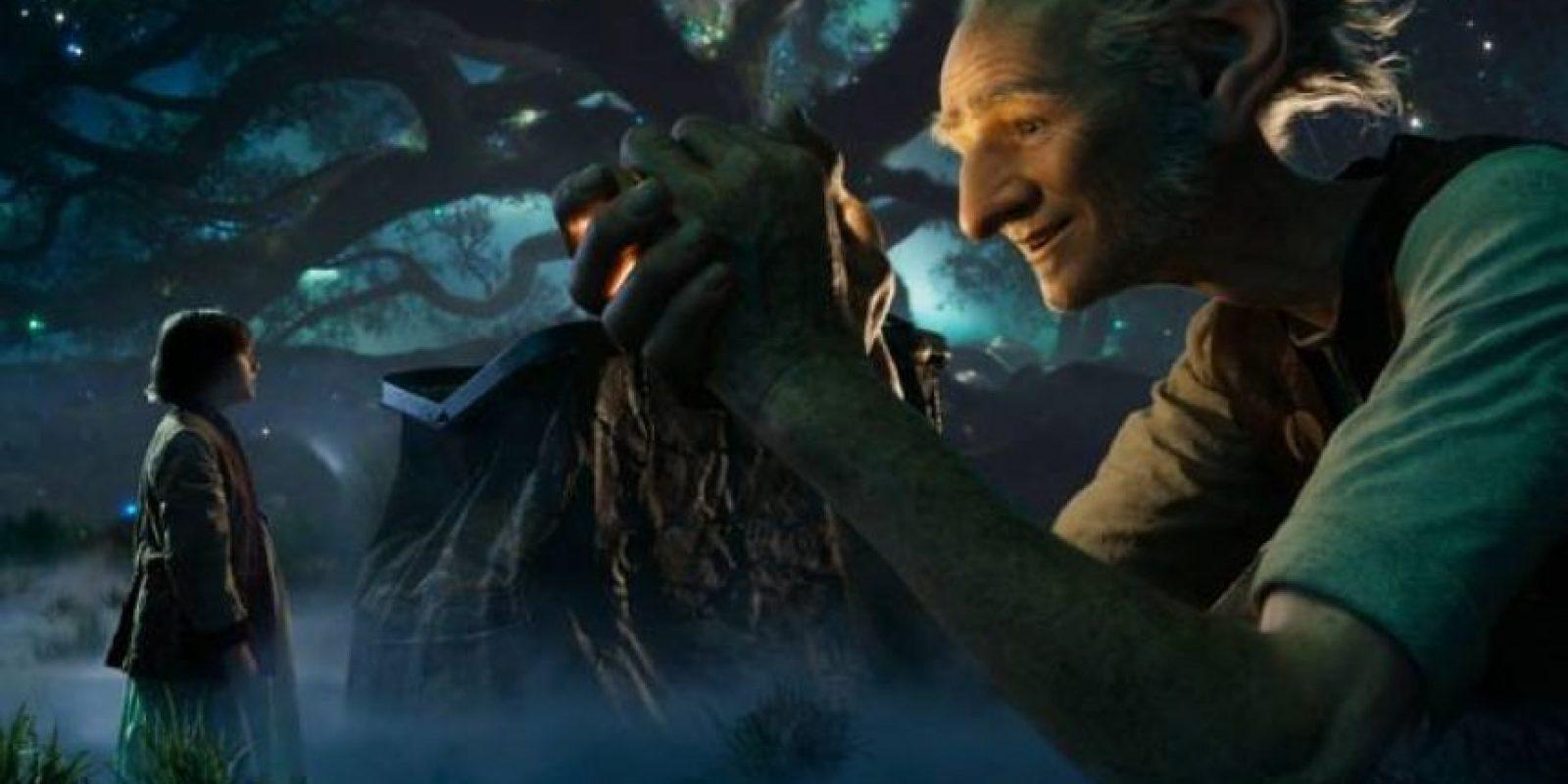 """Mi buen amigo gigante protagonizada por Mark Rylance y Ruby Barnhill. Foto: 2016 Storyteller Distributuion Co., LLC. All Rights Reserved."