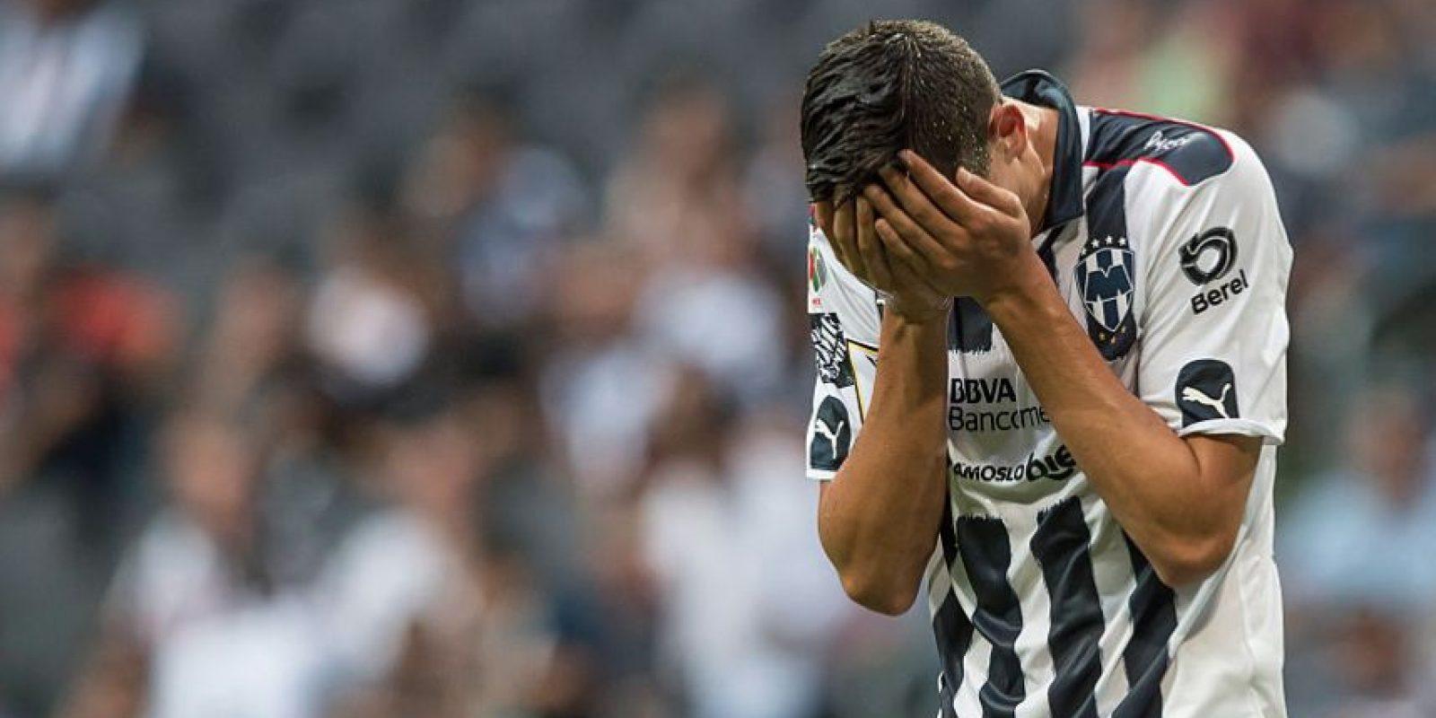 César Montes fue llevado al hospital sin visión de un ojo Foto:Getty Images