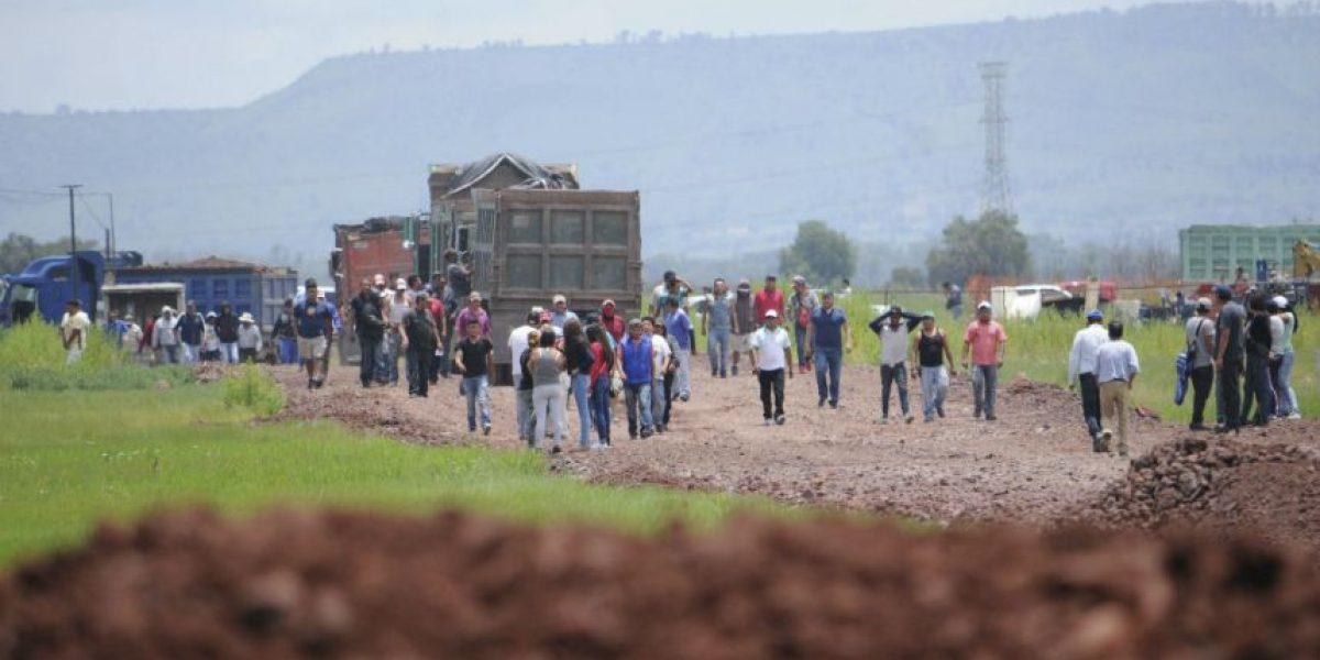 Ejidatarios de Atenco se enfrentan contra golpeadores