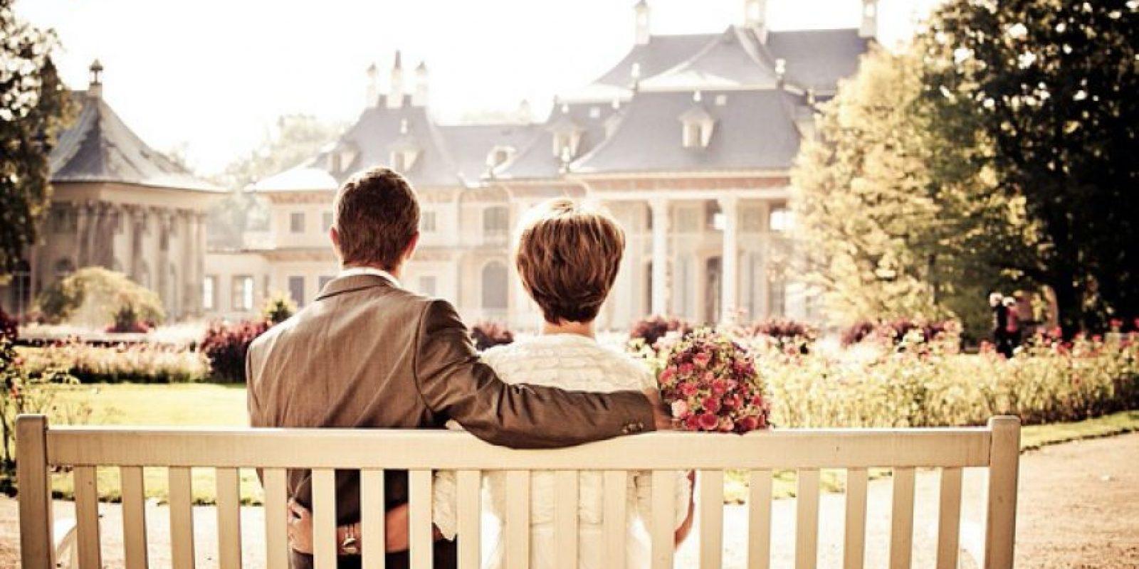 Los hombres, sin embargo, experimentaron una caída en la angustia emocional sólo al casarse directamente, no cuando se mudaban con una pareja romántica por primera vez. Foto:Pixabay
