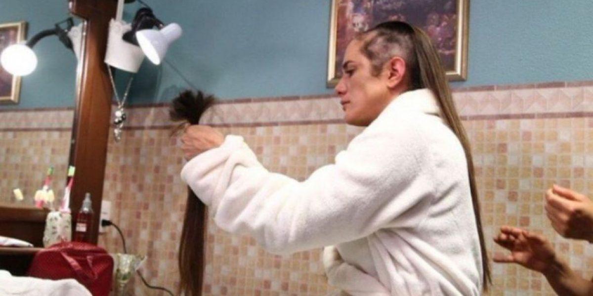 Betty Monroe dona peluca elaborada con su cabellera a niña con cáncer