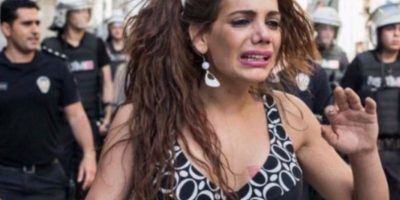 Hande Kader, en una foto de la última protesta a la que asistió. Foto:Twitter