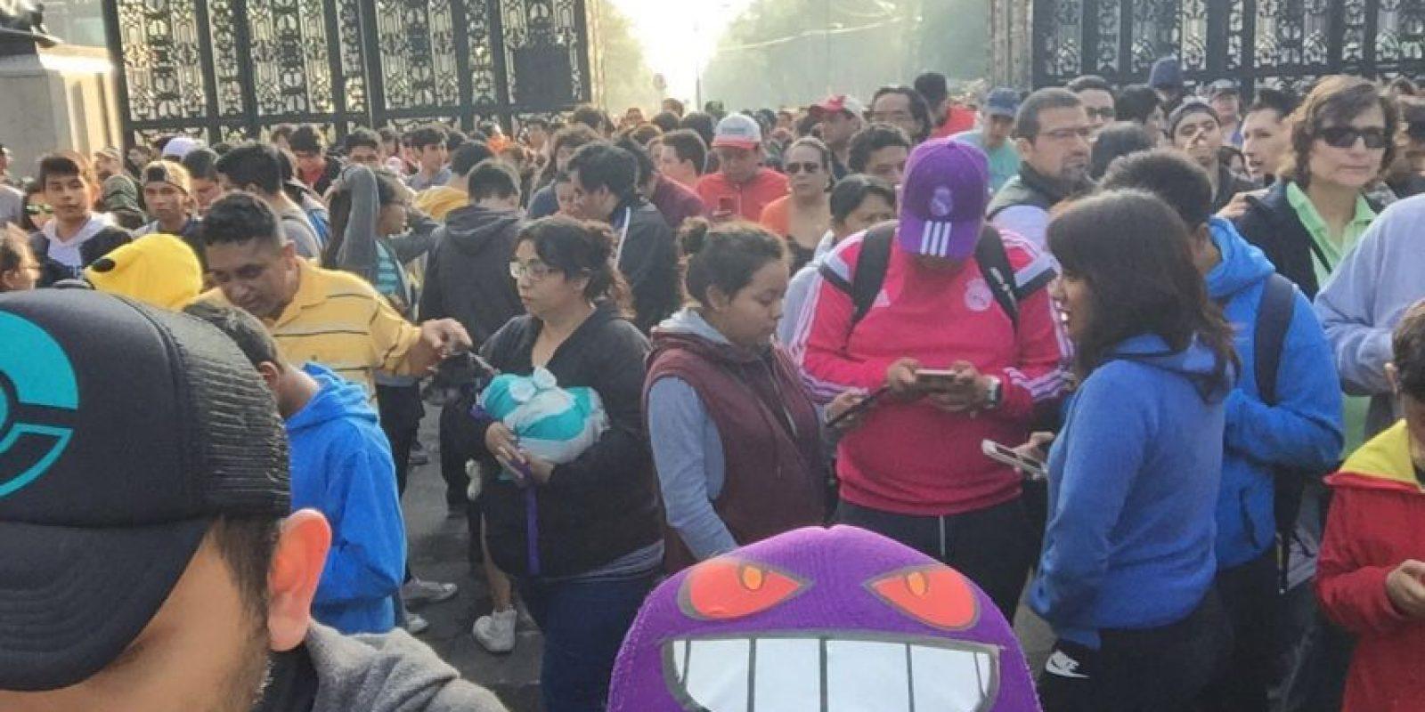 Cientos de personas se reunieron desde temprana hora a un costado de la Estela de Luz Foto:Especial