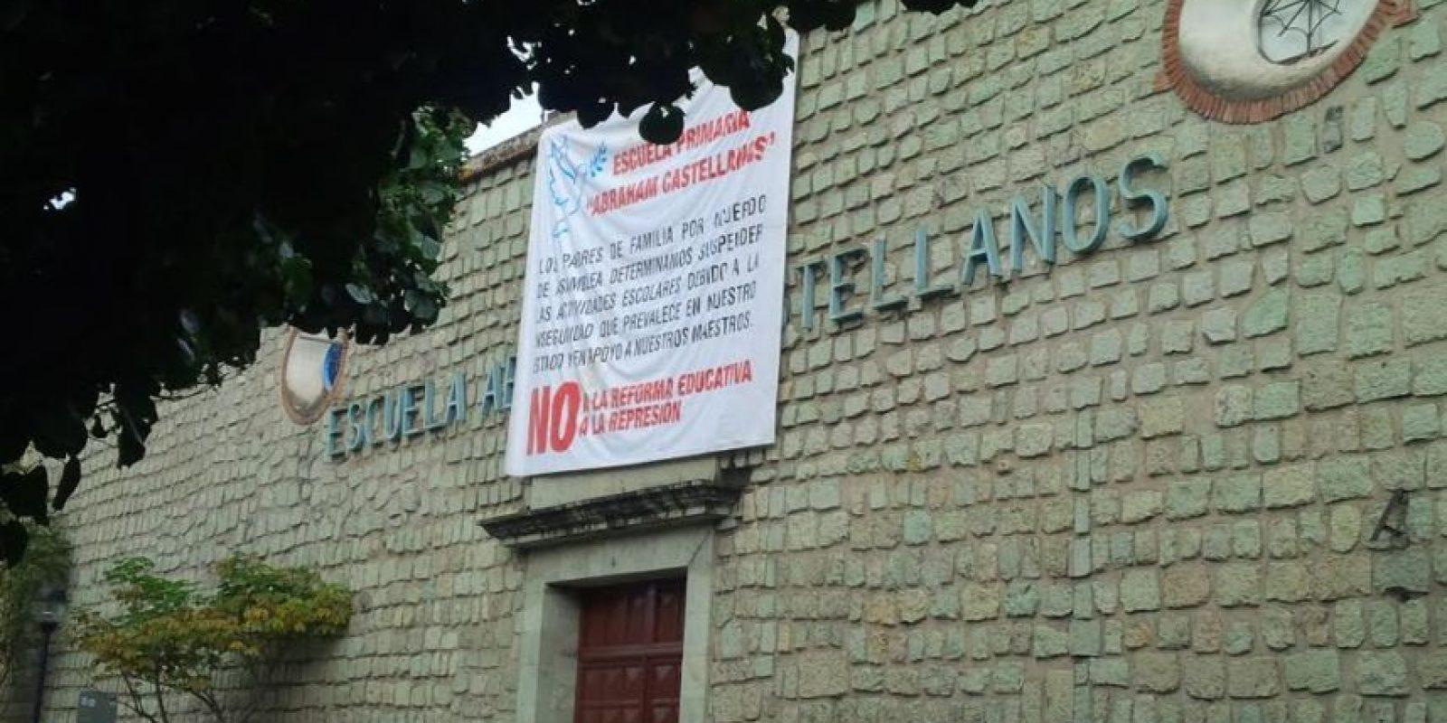 En las escuelas oaxaqueñas se leían letreros acerca de que no iniciarían clases Foto:ADNSureste