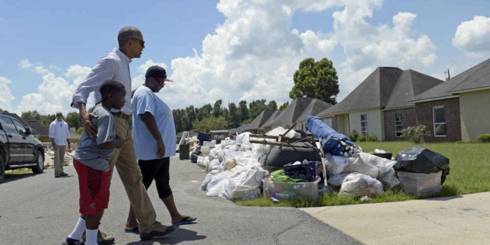 El presidente de EU, Barack Obama visitó las zonas afectadas por las inundaciones Foto:AP