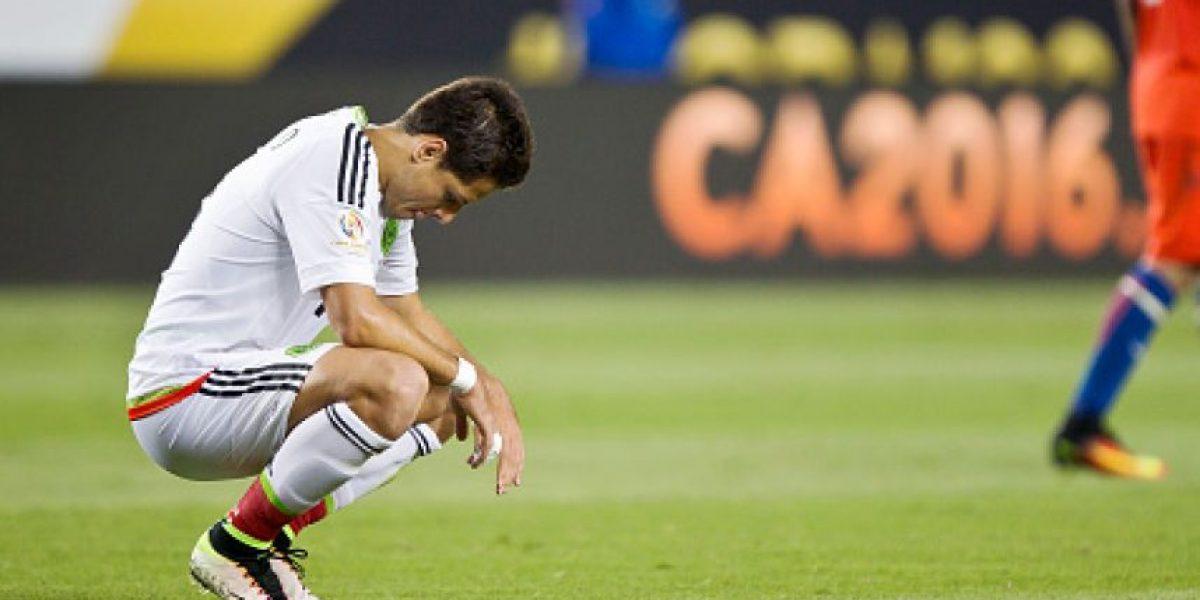 Chicharito es operado y causa baja con el Bayer Leverkusen y el Tri