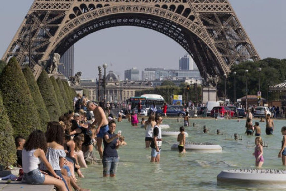 El Comité regional de turismo de París-Isla de Francia asegura que se trata de la mayor caída de turistas de los últimos seis años. Foto:AP/ Archivo