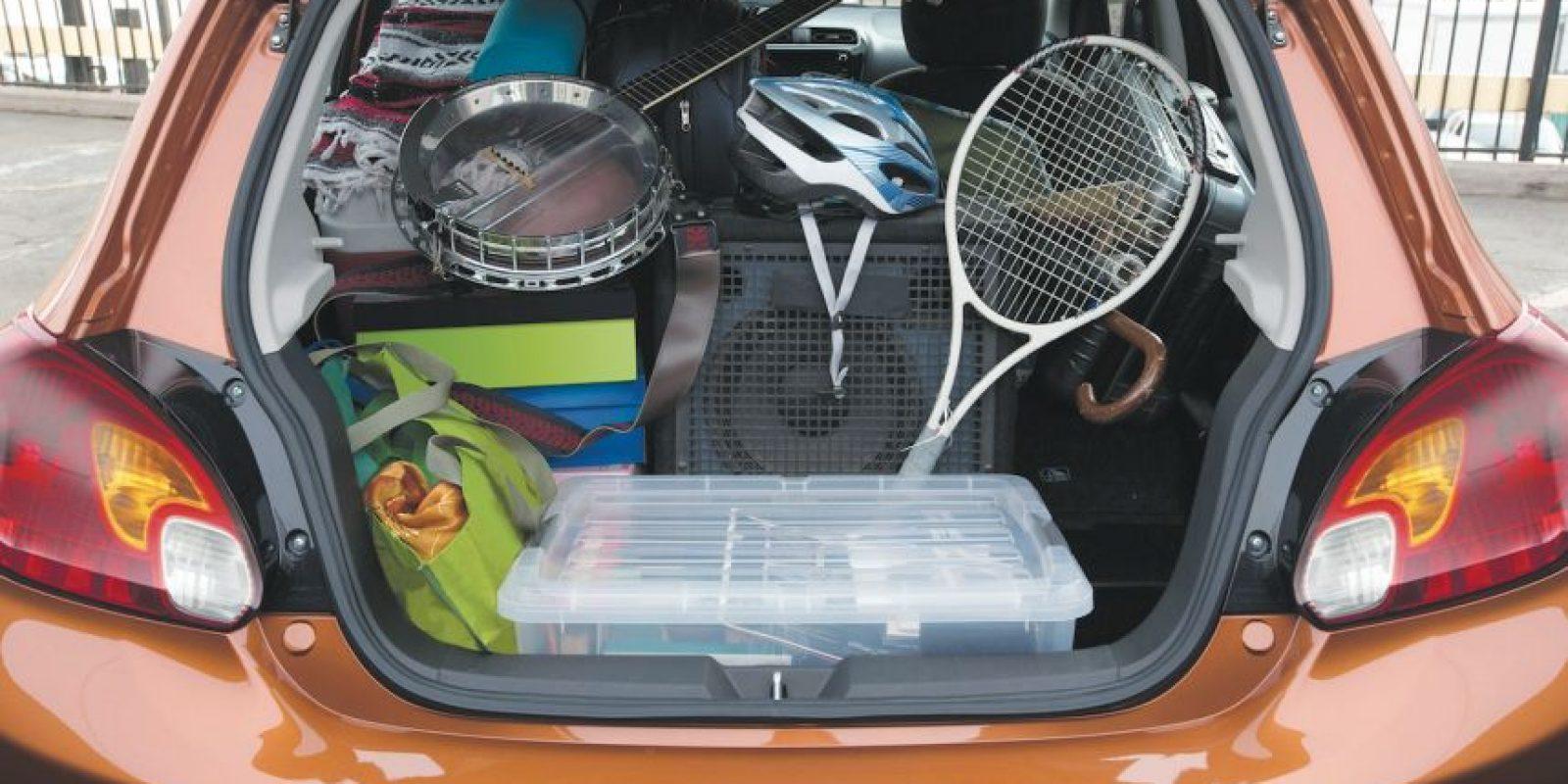 Frente: la característica parrilla afilada, con cromo y faros que se funden con el cofre, le confieren sin duda un toque pordemás deportivo. Foto:Peugeot