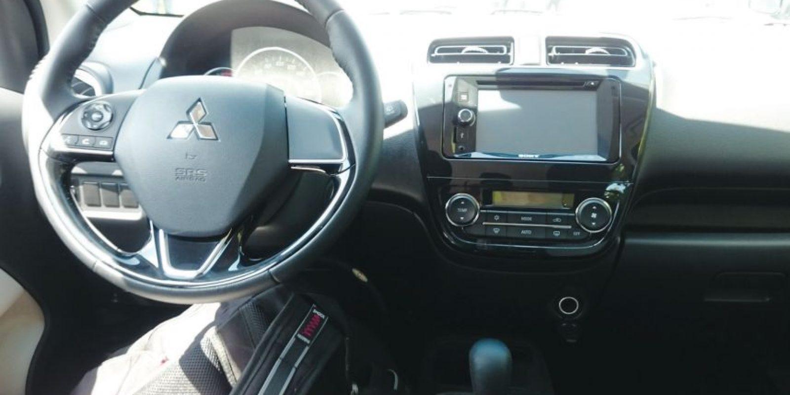 Los controles al volante facilitan el acceso a su sistema multimedia. Foto:Mario Cañas