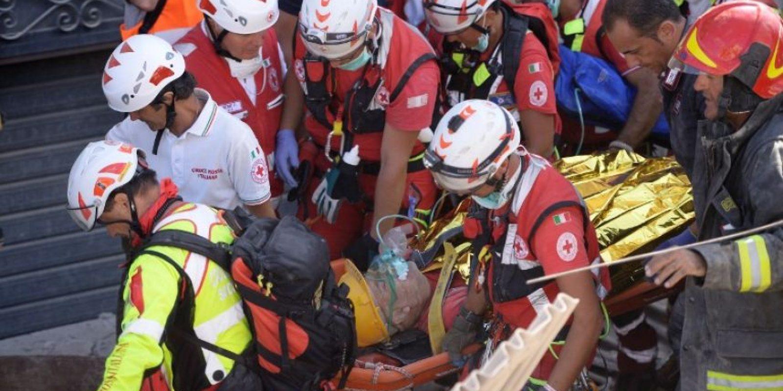 Mientras tanto, continúan las labores de rescate Foto: AFP