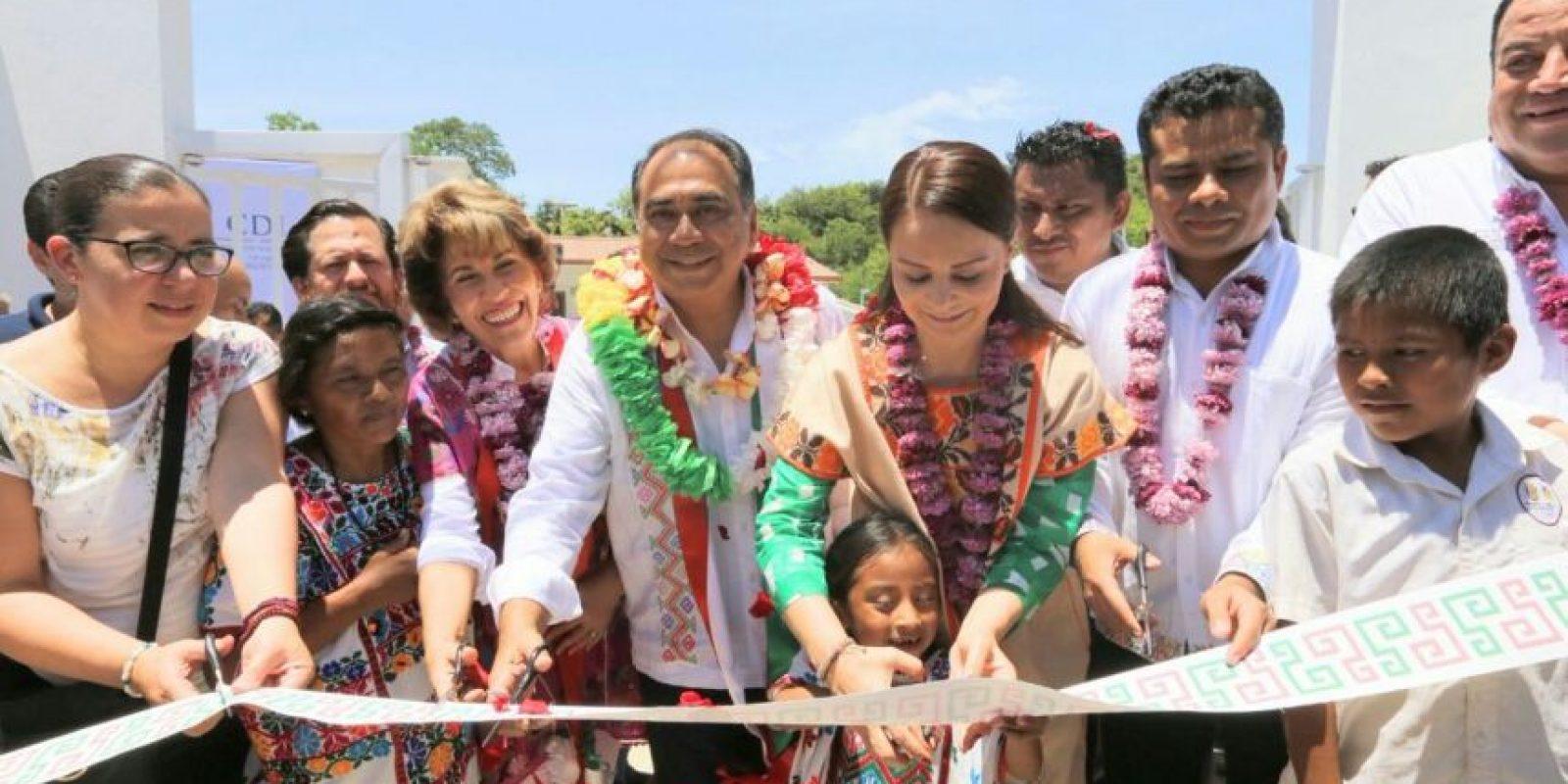 El gobernador cortó el listón de la casa Foto:Twitter @HectorAstudillo
