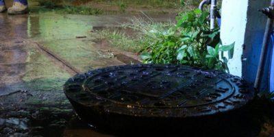 Las coladeras se levantaron a causa de las lluvias Foto:Gobierno de Tlajomulco