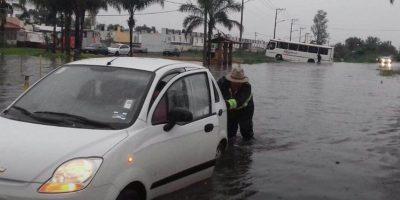 Las inundaciones cubrieron a los autos Foto:Gobierno de Tlajomulco