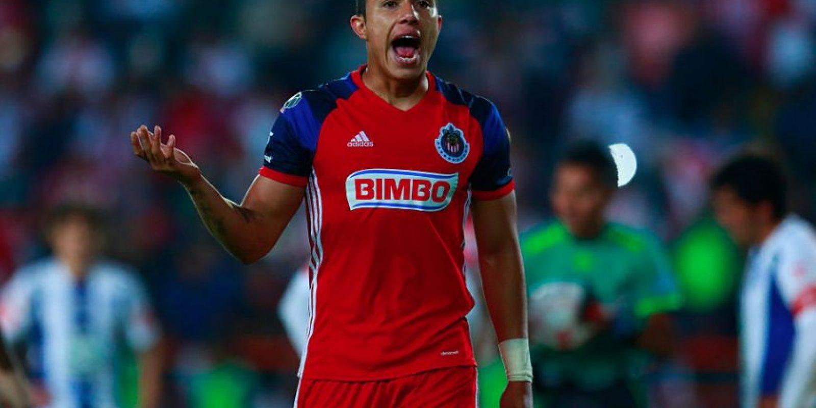 Carlos Salcedo no será presentando con la Fiorentina y deberá volver a México Foto:Getty Images