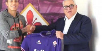 Carlos Salcedo no será presentando con la Fiorentina y deberá volver a México Foto:Twitter