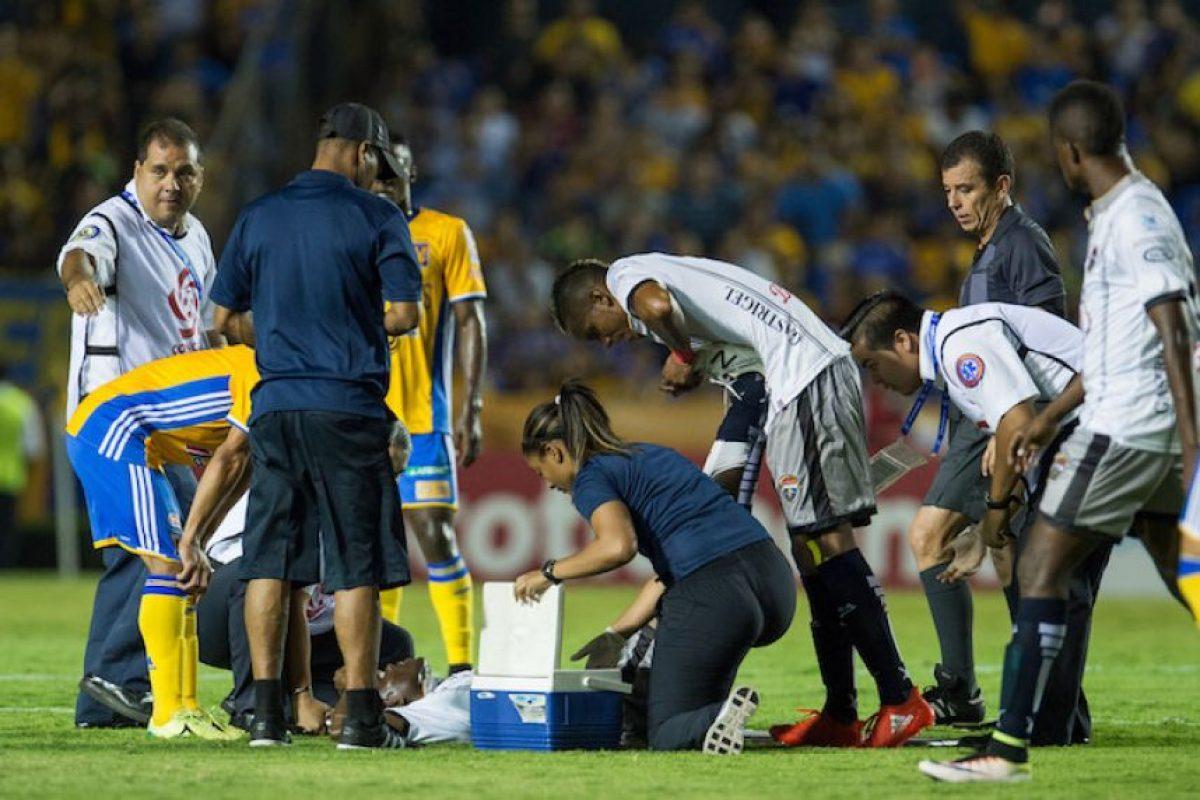 Leslie Fareaux, la fisoterapeuta que volvió locos a los regios en la Concachampions Foto:Mexsport