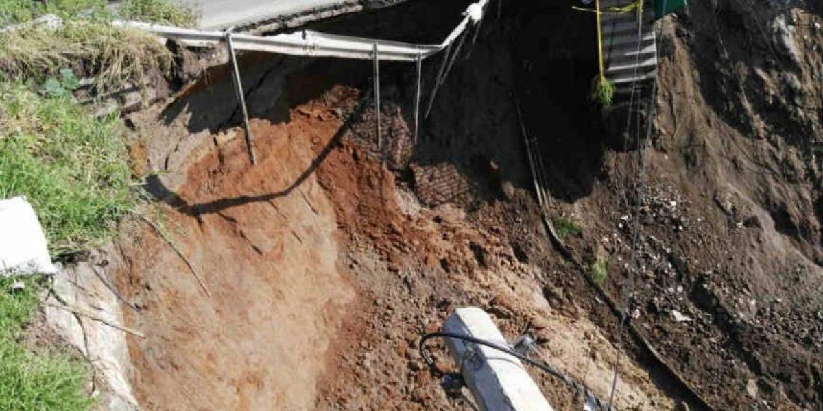 Demuelen puente dañado por deslave en Naucalpan