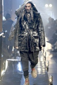 "John Galliano y su concepción ""homeless"".  Foto: Getty Images"
