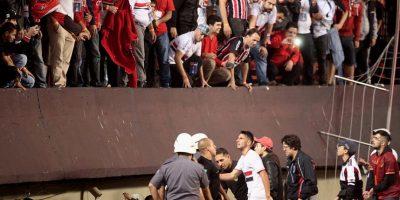 Aficionados golpean y roban a jugadores del Sao Paulo Foto:Getty Images