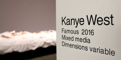 "Kanye West inauguró una exposición sobre su video ""Famous"" Foto: Getty Images"