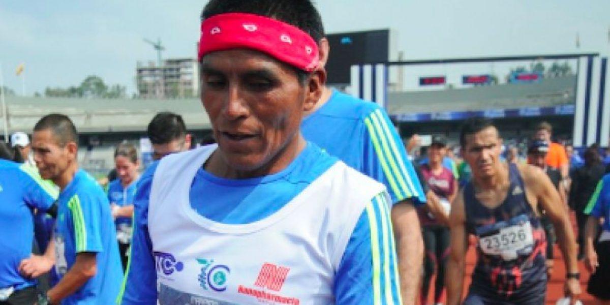 Rarámuri corre Maratón de la CDMX con huaraches