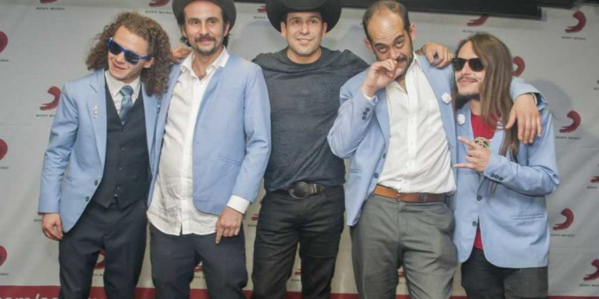 Bobby Pulido hace colaboración con Agrupación Cariño