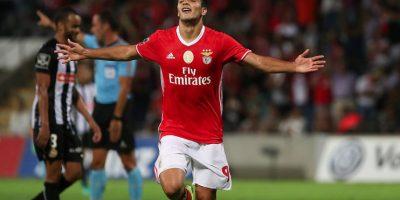 Raúl Jiménez marca gol y festeja como Cuauhtémoc Blanco Foto:Getty Images