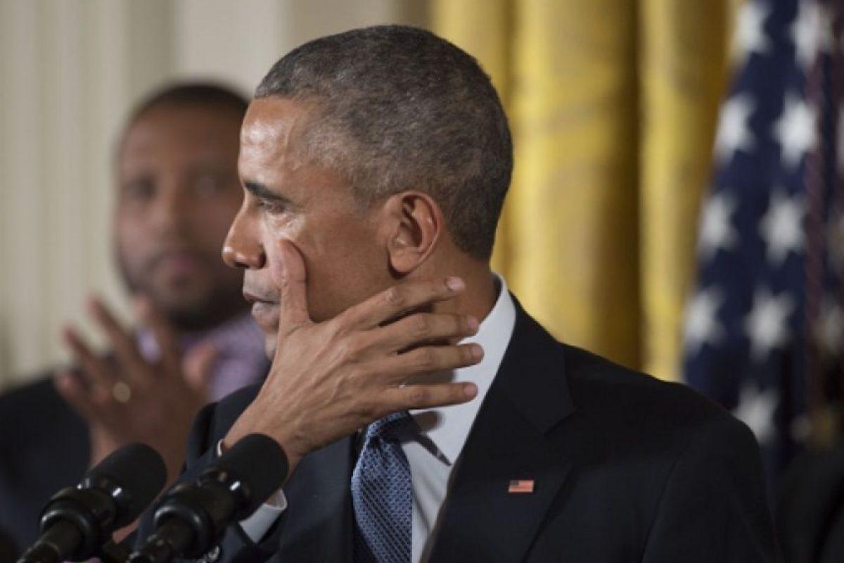 A través de una breve declaración la cual fue distribuida por la Casa Blanca, el presidente de Estados Unidos, Barack Obama expresó su tristeza por la muerte de Juan Gabriel Foto:Gettyimages/ Archivo