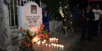 Colocan moño fúnebre y flores en casa de Juan Gabriel en Parácuaro Foto:Twitter