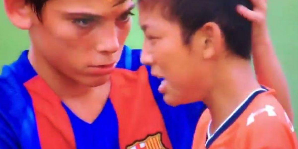 Barcelona infantil conmueve al consolar a sus rivales derrotados