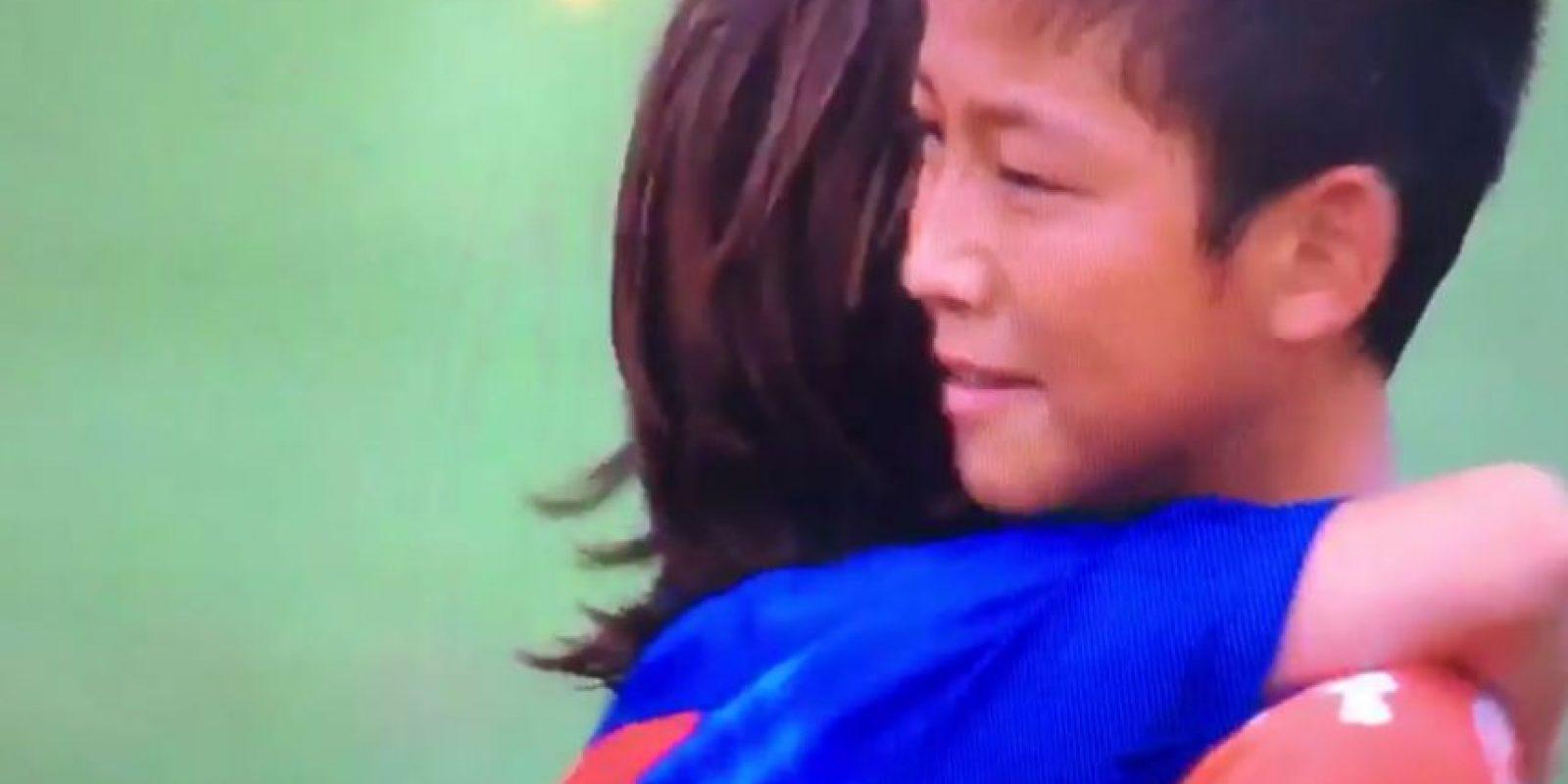 Así consolaron los pequeños del Barcelona a sus rivales derrotados Foto:Twitter