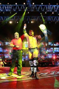 En la lucha semifinal y a pesar de haber sido vapuleado, Texano Jr. retuvo el Megacampeonato de AAA al derrotar a Brian Cage y con ello a Dr. Wagner Jr. Foto:AAA
