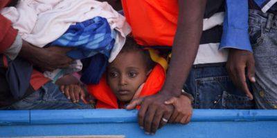 La mitad de los inmigrantes que huyen son niños, muchos separados de sus padres. Imagen de archivo para ilustrar, no corresponde al día del evento. Foto:AP/ Archivo