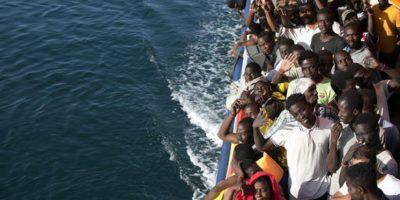 Las llegadas de migrantes a Italia no se detienen y, al 26 de agosto, el Ministerio del Interior contabilizó este año el desembarco de 105.342 migrantes. Imagen de archivo para ilustrar, no corresponde al día del evento. Foto:AP/ Archivo