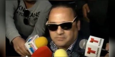 """Hijo """"incómodo"""" de Juan Gabriel tarda 2 horas en entrar a Bellas Artes"""