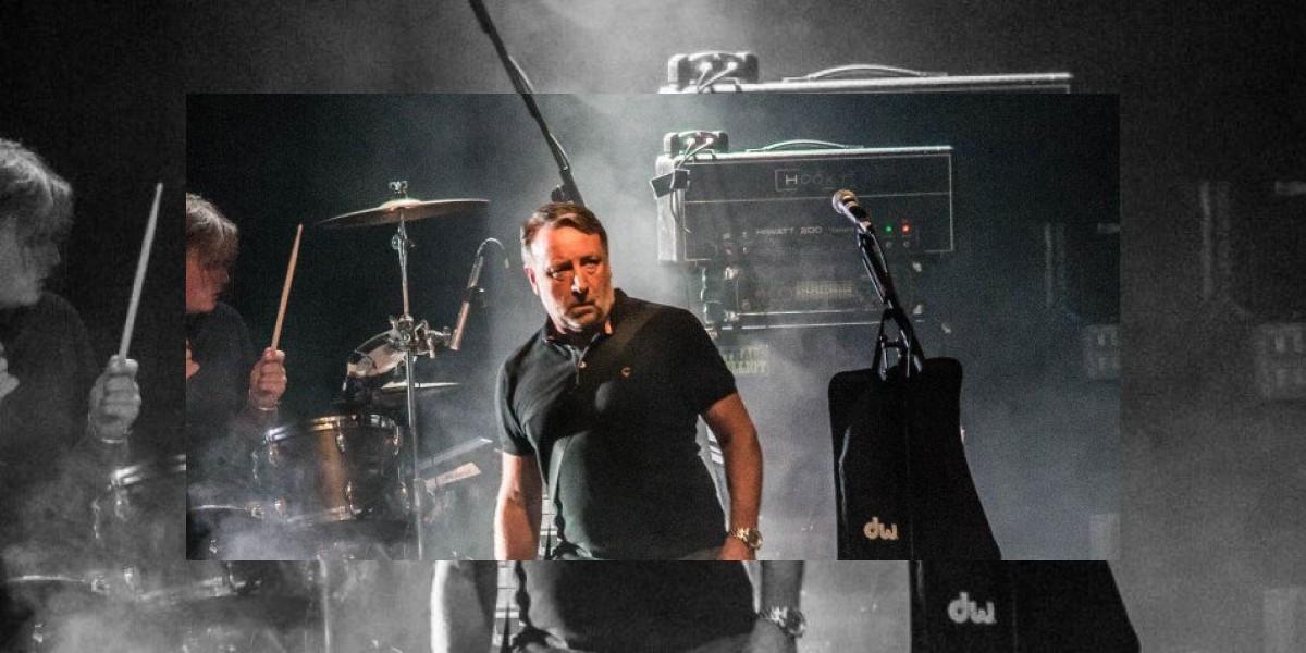 Peter Hook complace al público mexicano con éxitos de Joy Division