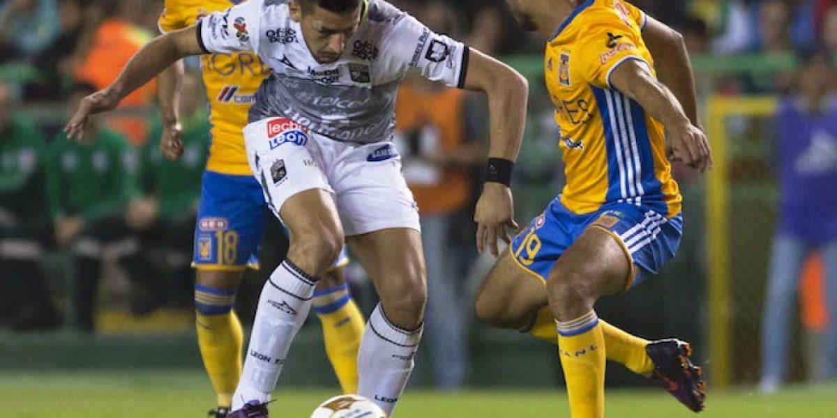 VIDEO: ¡Tremendo choque de cabezas entre Burdisso y Pizarro!