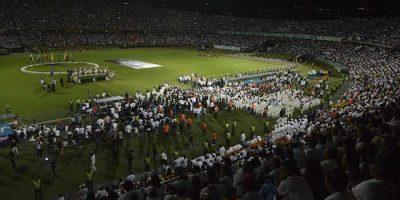 Atlético Nacional rinde homenaje a los fallecidos del Chapecoense. Imagen Por: AP