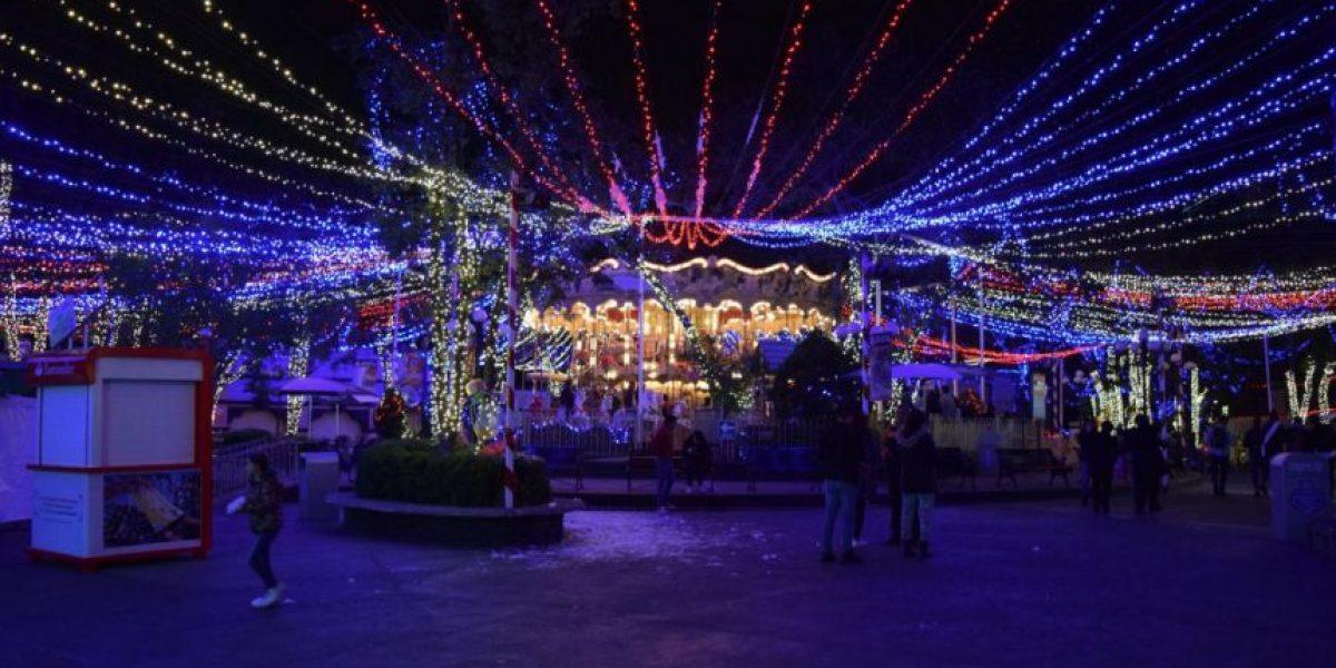 Entre miles de luces, recorre los atractivos navideños de Six Flags