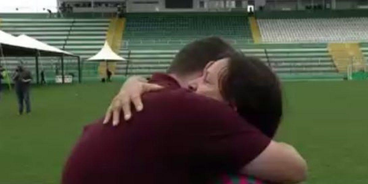 VIDEO: Mamá de jugador del Chapecoense consuela a reportero