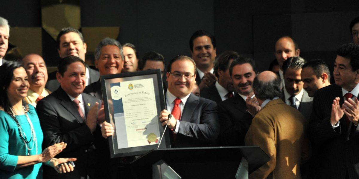 Tras semanas prófugo reaparece Javier Duarte... en Facebook