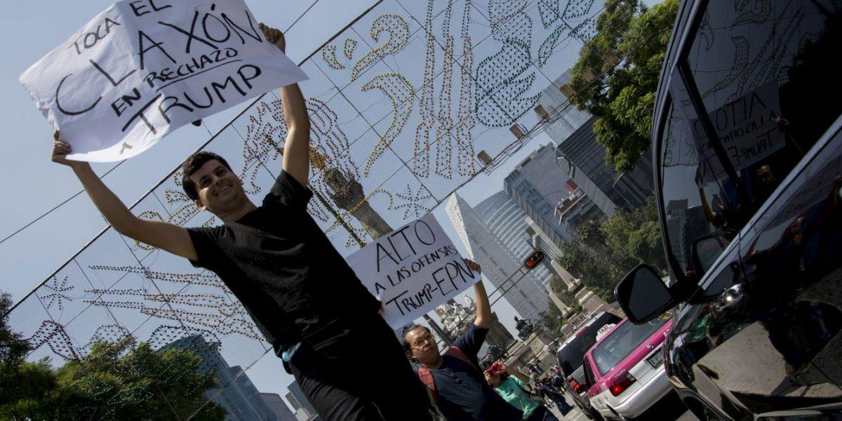 Mexicanos dicen que sus familiares han sido agredidos en EU