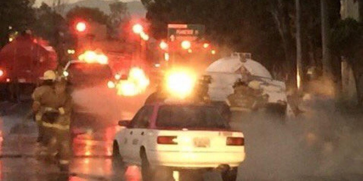 Bomberos controlan fuga de gas tras choque de pipa en Insurgentes Norte