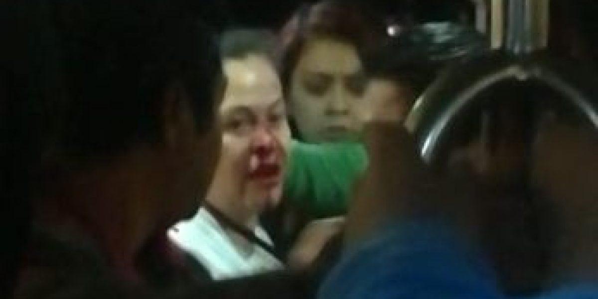 VIDEO: Sujeto golpea a mujer por un lugar en el suburbano