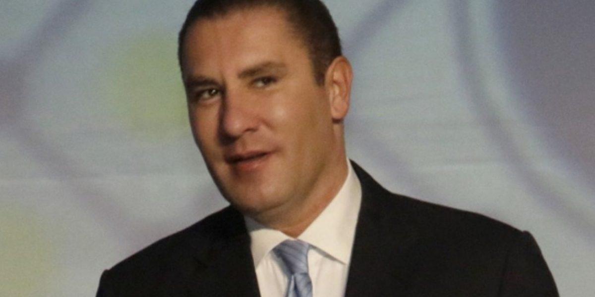 Rafael Moreno Valle acude a presentar queja ante el INE