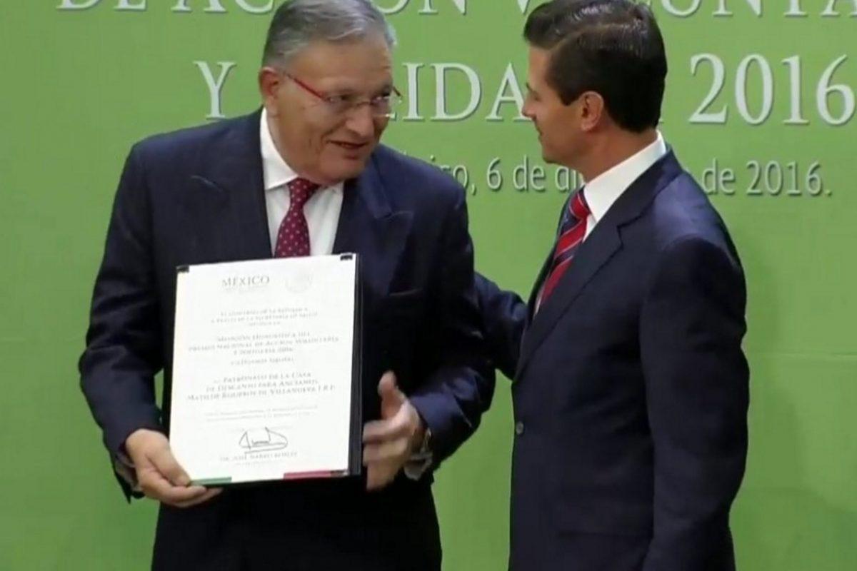Entregan Premio Nacional de Acción Voluntaria y solidaria 2016. Imagen Por: Vía /twitter.com/presidenciamx