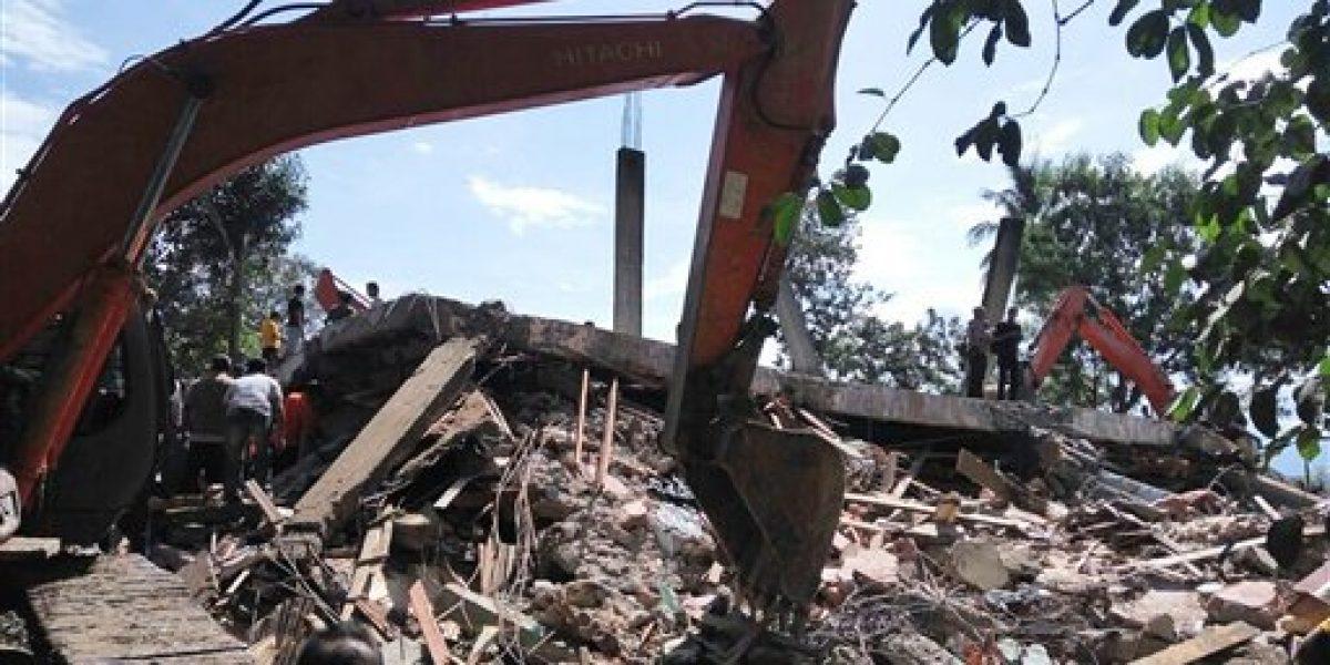 Aumenta a 97 el número de víctimas mortales tras sismo en Indonesia