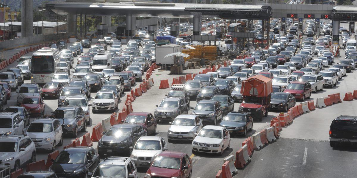 Hoy No Circula aplica este miércoles para autos con engomado rojo