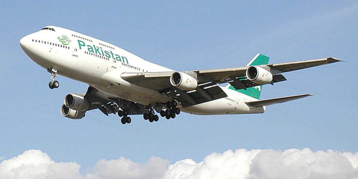 Se estrella avión con 47 personas a bordo en Pakistán